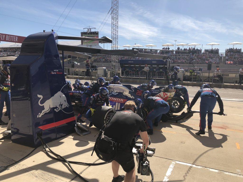 Kvyat durante su Pit Stop en Austin