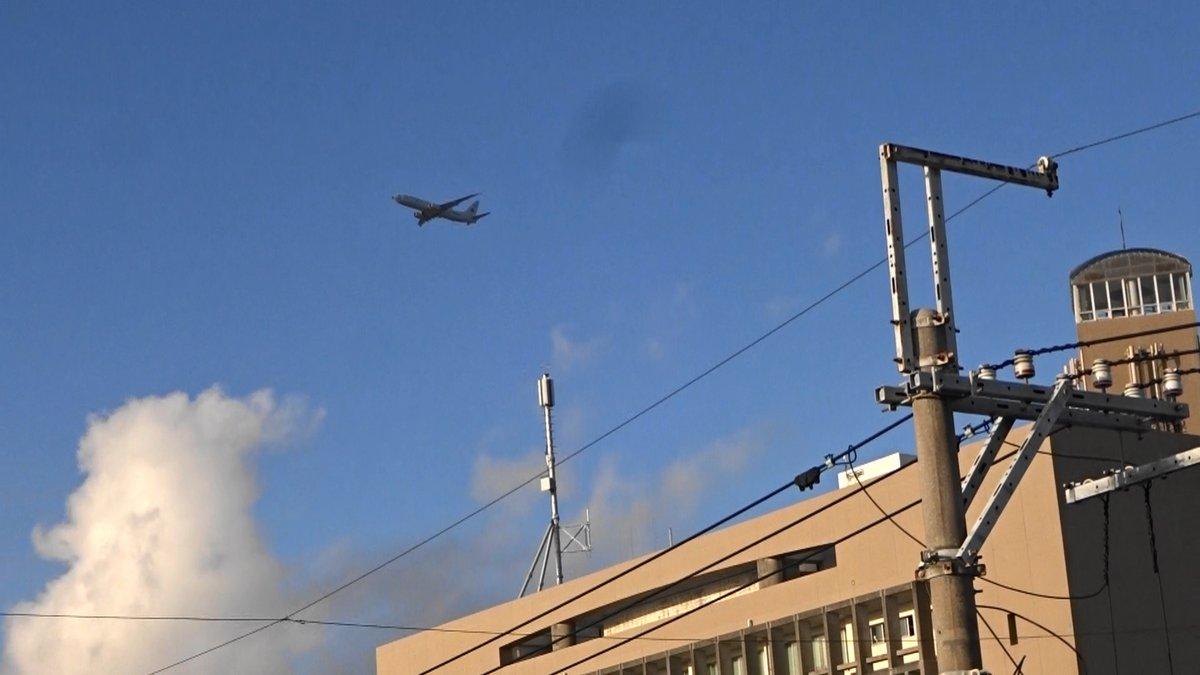 test ツイッターメディア - 沖縄市役所の真上を通過)2019年12月17日午後4時10、14、19分嘉手納米軍基地。沖縄市住民地域上空で、爆音と排気ガスを撒き散らし違反飛行を繰り返すP8。危険極まりない、生活環境破壊、人権侵害だ!米軍は沖縄から出て行け!https://t.co/cZ7L0QWvLq https://t.co/rQgmUcyekt