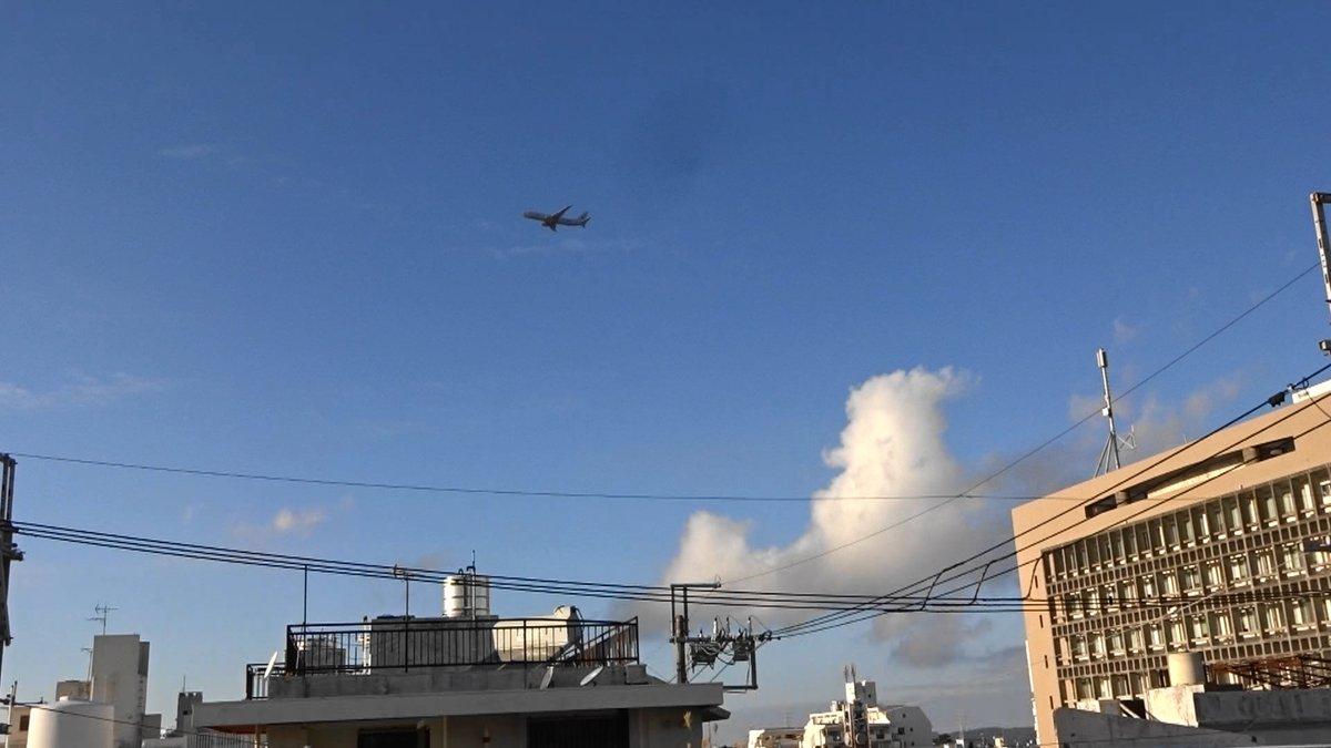 test ツイッターメディア - 沖縄市役所の真上を通過)2019年12月17日午後4時10、14、19分嘉手納米軍基地。沖縄市住民地域上空で、爆音と排気ガスを撒き散らし違反飛行を繰り返すP8。危険極まりない、生活環境破壊、人権侵害だ!米軍は沖縄から出て行け!https://t.co/cZ7L0QWvLq https://t.co/dmJbVTVdeM
