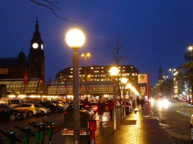 test Twitter Media - Abendliche Grüße vom Hauptbahnhof https://t.co/yXNaXyI67s