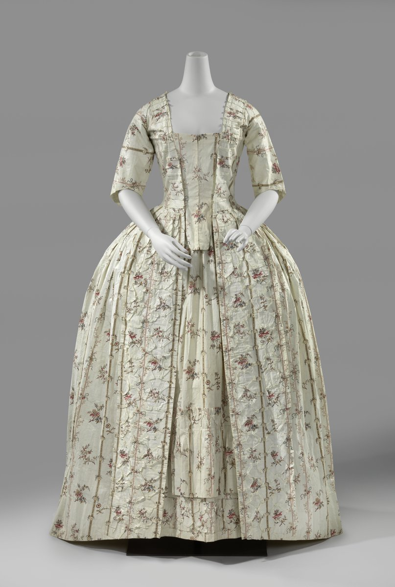 Towards the end of the 18th century gowns were regularly made of cotton rather than silk. The imaginatively handworked cotton chintzes from India served as inspiration. This dress was worn in Friesland, where chintz was very popular. Even though gowns in this period were often embellished with decorative folding, the folded hexagons on the front of this dress are fairly unique.