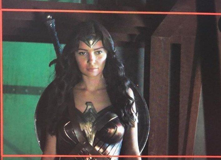 """UNLIMITED on Twitter: """"La doble de Gal Gadot publica nuevas imágenes en el set de Justice League. La mayoría de las escenas de Wonder Woman bajo la dirección de Joss Whedon, fueron"""