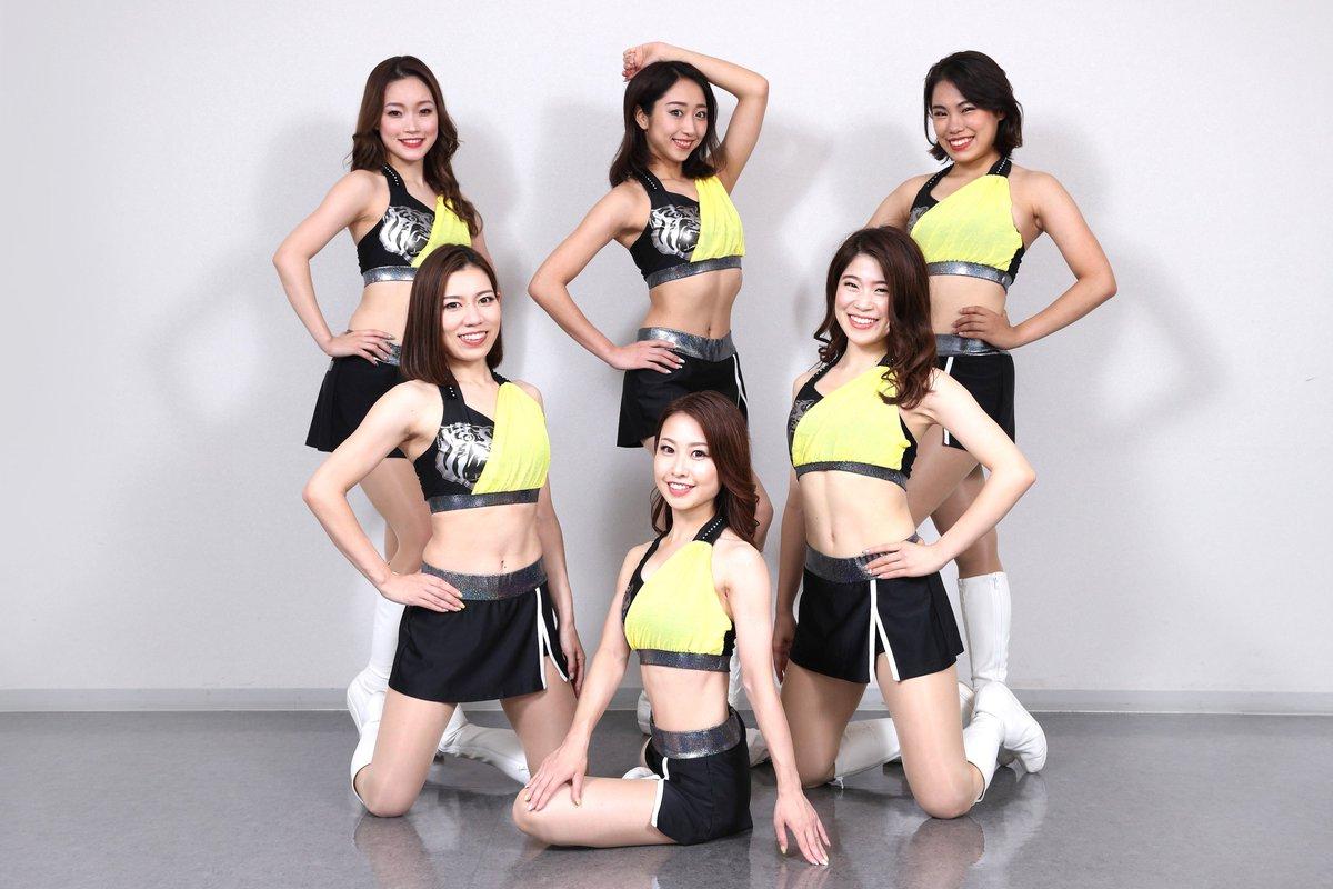 test ツイッターメディア - TigersGirlsのユニフォームが明日14日(金)広島戦から夏用ユニフォームに! 今回は落ち着いた黒を基調としており、トップスとスカートのアシンメトリーデザインは着物を思わせる和テイストとなっています。また、胸元の虎マークが清々しくも力強さを感じさせます ! https://t.co/zvY5jW7Xyp https://t.co/u8Onbd1xpD