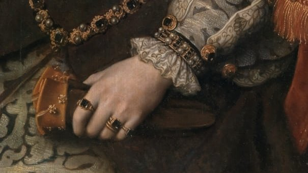 Retrato de la reina María I de Inglaterra (1516-1558), más conocida como María Tudor, que fue hija del rey Enrique VIII de Inglaterra y de la reina Catalina de Aragón y reina consorte de España por su matrimonio con Felipe II, hijo del emperador Carlos I de España. - Close-up of Mary I of England's lace cuffs and many, many jewels.