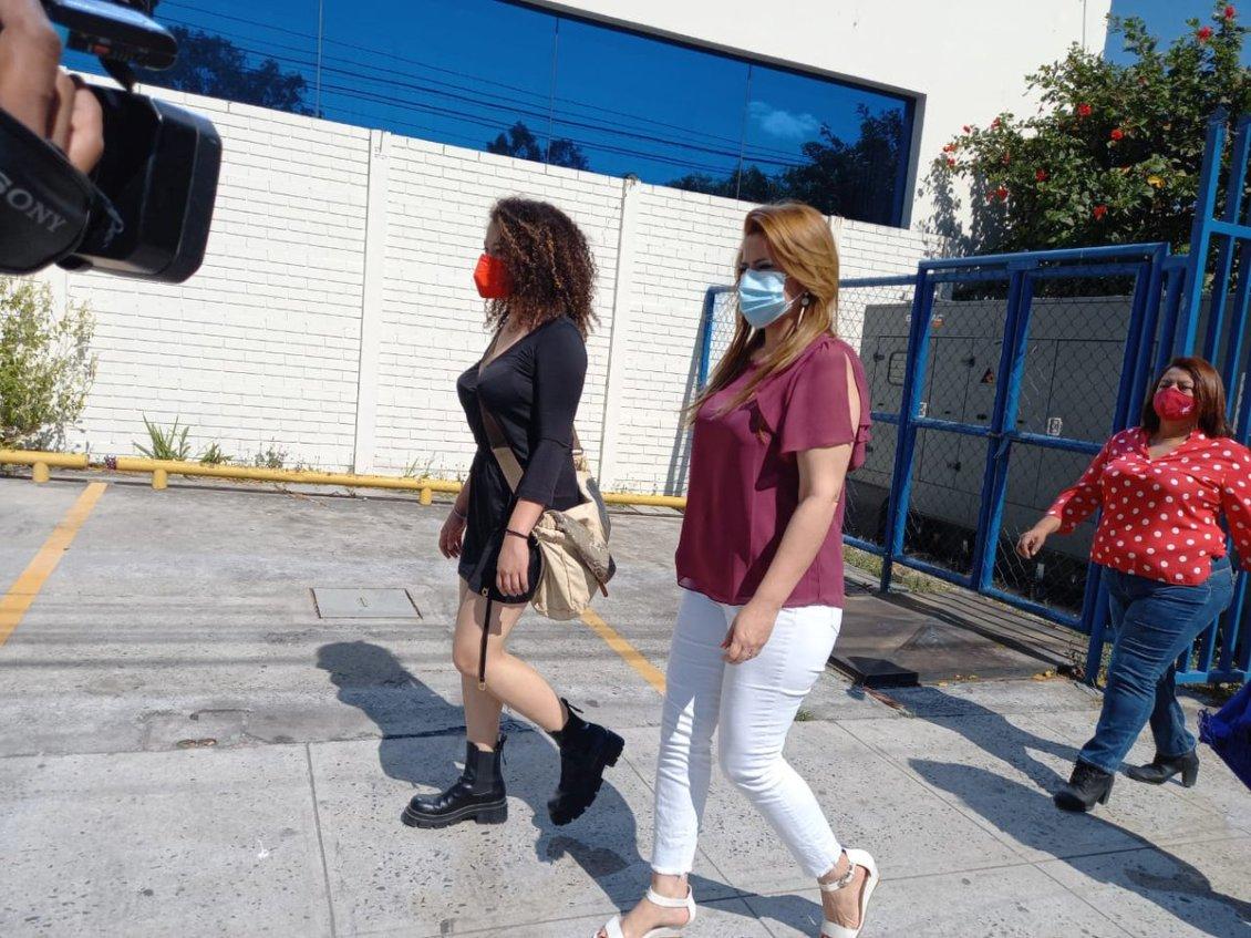 Karina Sosa y Daniela Genovez piden medidas de protección contra Roberto Silva