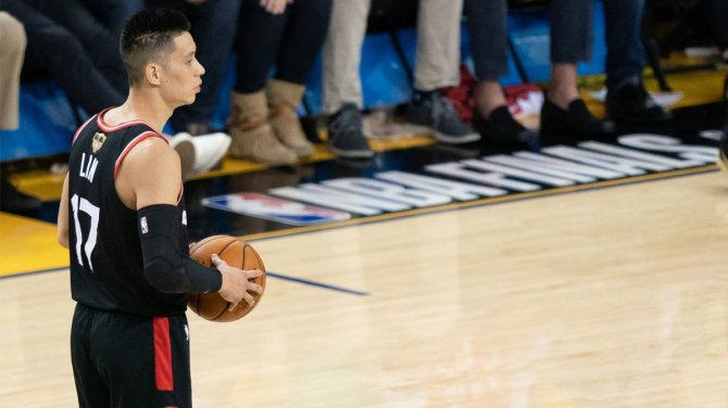 "Rather than name which player called him ""coronavirus,"" Jeremy Lin is focused on ""building awareness"" and ""promoting solidarity"" (via @marcuspwhite)  https://t.co/TE43JTJ1T5"
