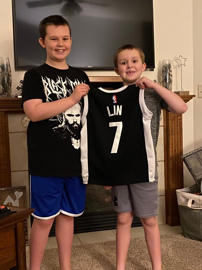 @JLin7 Just wanted you to know that my boys are huge fans & we feel bad for any mocking or suffering you feel from it. It's not right and things need to change! We had a long talk tonight about treating others with respect and being good role models for others. We are listening!