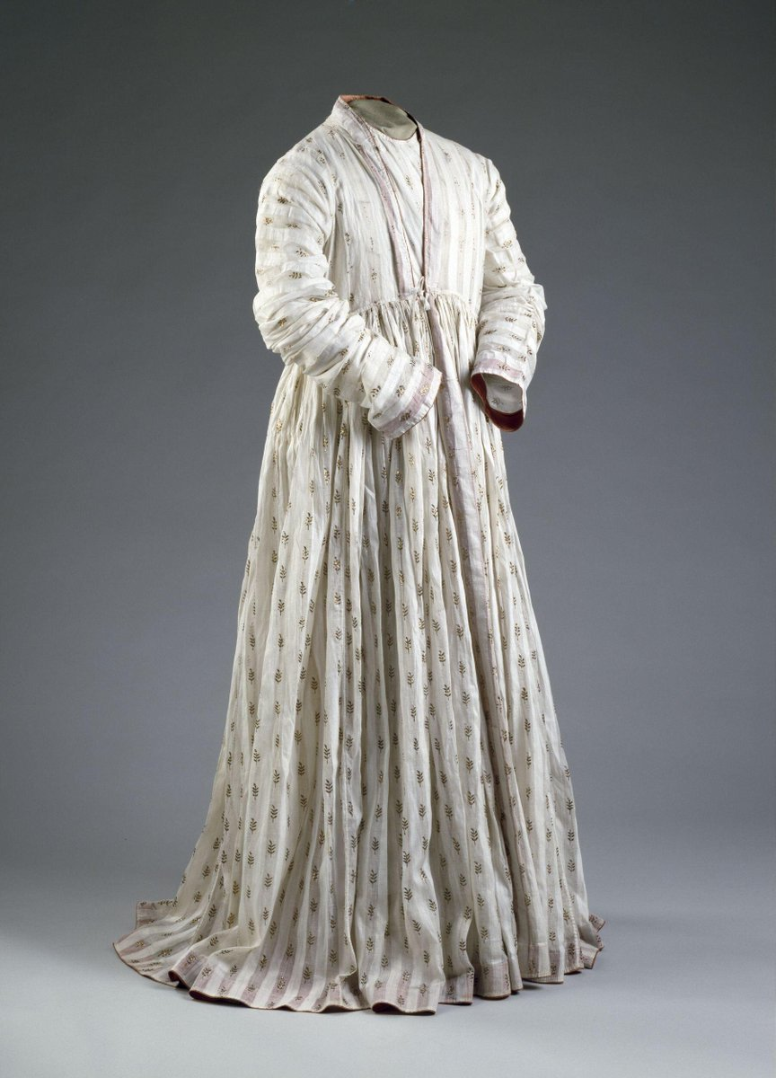 ©Victoria & Albert Museum, London - This robe is said to have belonged to Tipu Sultan of Mysore (d.1799), although there is only anecdotal evidence for this. The late Mughal style of the robe and its decoration do tally with an 18th-century date.