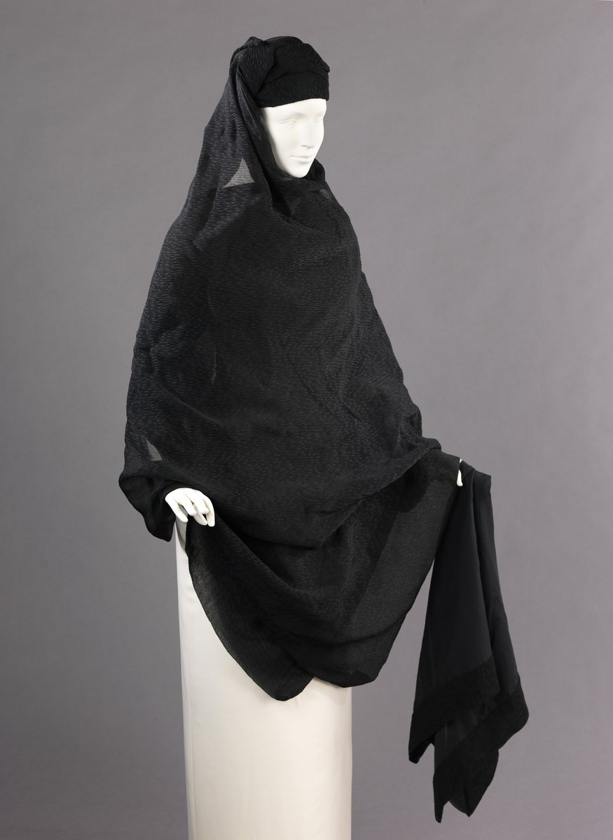 A mourning accessory set, from 1895. A gauze shawl and cap, worn over an outfit, for a woman to wear over her clothing for her mourning period. Via the Met.