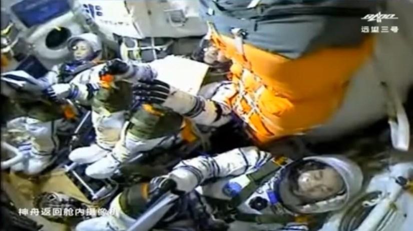 北京時間10月16日0時23分,搭載神舟十三號載人飛船的長征二號F遙十三運載火箭,在酒泉衛星發射中心按照預定時間精准點火發射,約582秒後,神舟十三號載人飛船與火箭成功分離,進入預定軌道,順利將翟志剛、王亞平、葉光富3名航天員送入太空,飛行乘組狀態良好,發射取得圓滿成功。