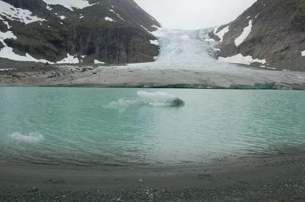 03_02_jezioro proglacjalne_proglacial lake_Steindalsbreen glacier_N Norway