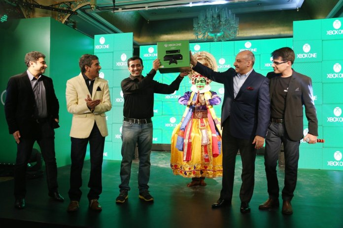 Karan Bajwa, Managing Director, Microsoft India hands over the very first pre-order Xbox One console to a fan at the Mumbai launch party. Looking on are Ram Narayan Iyer, Group Director Retail, Sales and Marketing,