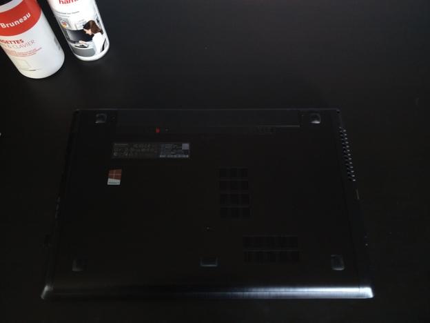 Stap-2.-batterij-verwijderen Stof uit een laptop halen: zo moet het