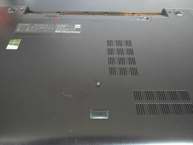 Stap-3-schroeven-losdraaien Stof uit een laptop halen: zo moet het
