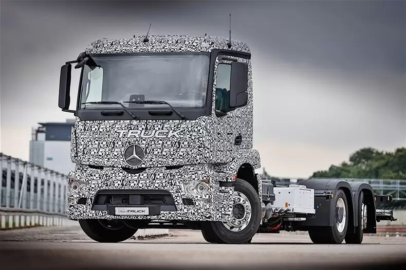 mercedes-benz-urban-etruck-13