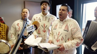 58. Cantares dos Reis at Casa dos Poveiros ft. Laurentino Esteves (Toronto): https [PT]://pchpblog.wordpress.com/2017/02/11/our-story-on-the-cantares-dos-reis-christmas-carols-in-toronto-aired-on-rtp/