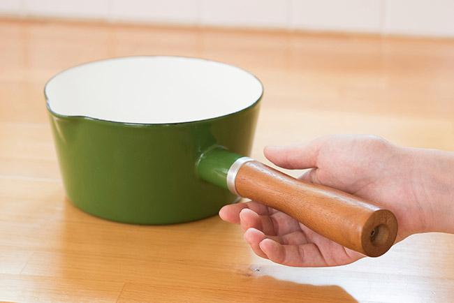 日本 CB Japan 北歐系列琺瑯原木單柄牛奶鍋 - 芥末黃|鍋具|特力家購物網