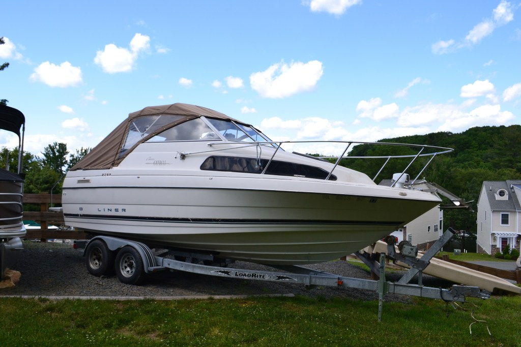 1996 Bayliner 2252 EXP Cruiser