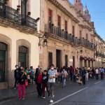 Gente caminando en el centro de Morelia pese aa COVID-19