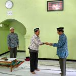 PCM Ponjong memberikan Bantuan 20 Sak Semen ke Pondok Al Murtadllo (Aminuddin Agung, Sujana, Mu'amal Syamsir)