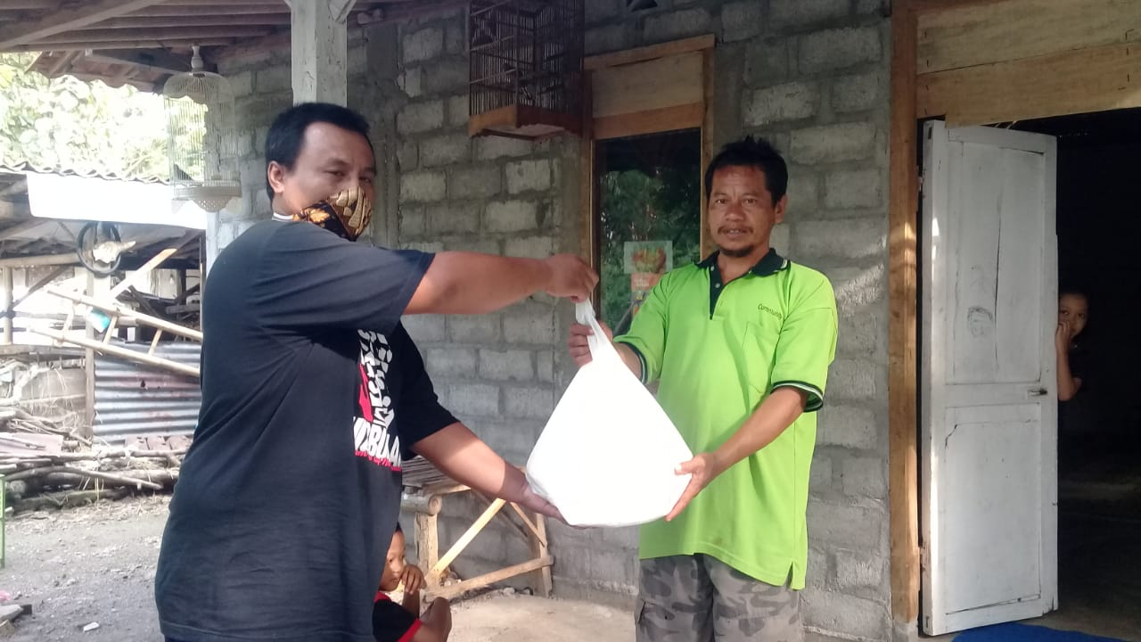 Jagabaya Desa Genjahan Ikhsan Setyo Wibowo Gerakan Berbagi Sembako Dampak Wabah COVID 19 MCCC Cabang Ponjong