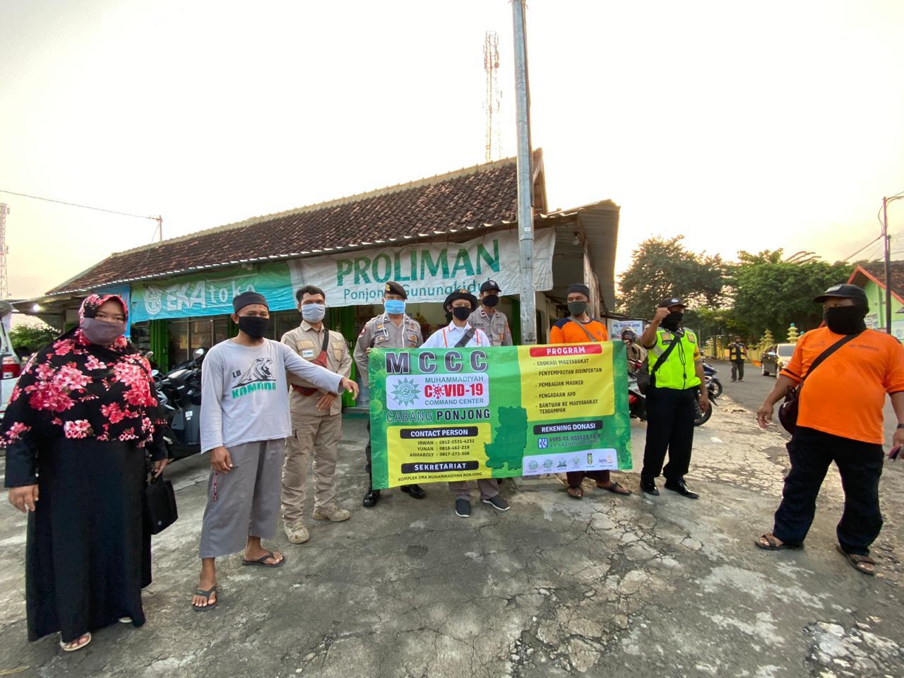 MCCC Cabang Ponjong berbagi Masker Gratis di Proliman