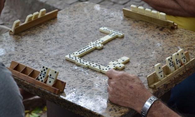 Ivilério Simas e Nilto Coppi conquistam o ouro do Torneio de Dominó em Duplas