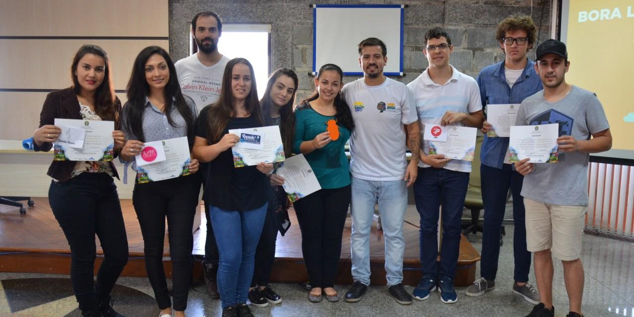 Jovens de Camboriú concluem aulas de curso de empreendedorismo