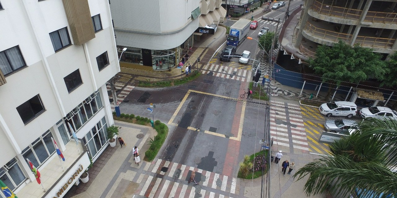 Prefeitura interrompe o trânsito para melhorias na elevada da Brasil