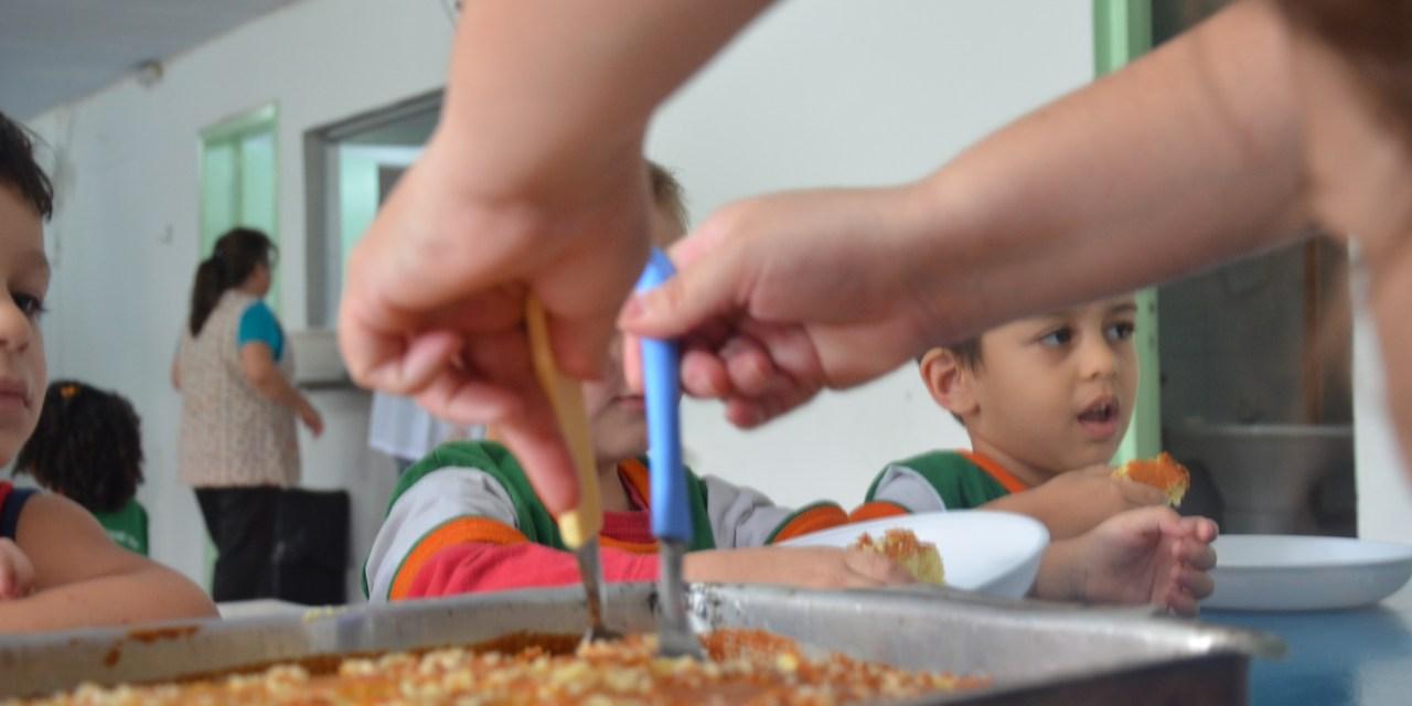Secretaria de Educação serve 25 mil refeições por dia para alunos das escolas municipais