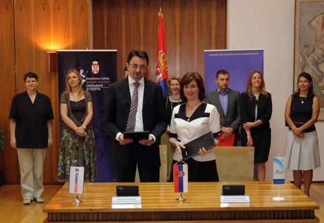 Predrag Ćulibrk i Alisa Marić potpisuju Sporazum o saradnji