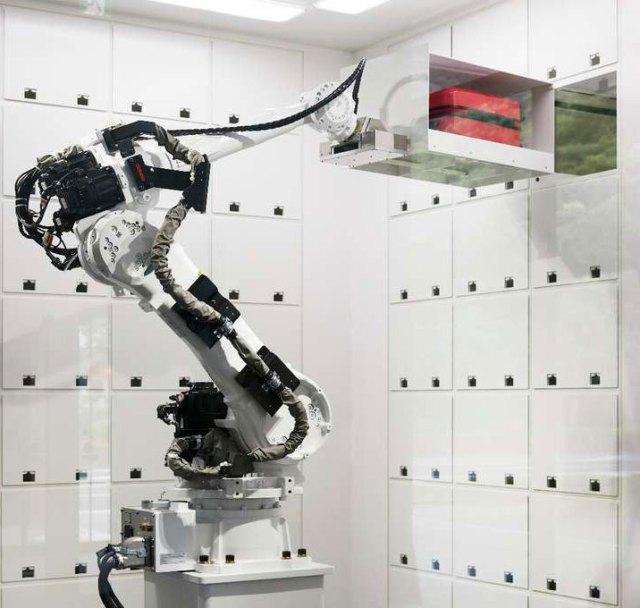 9_robot-garderober