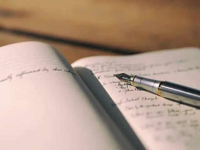 Notas en un cuaderno, escritura
