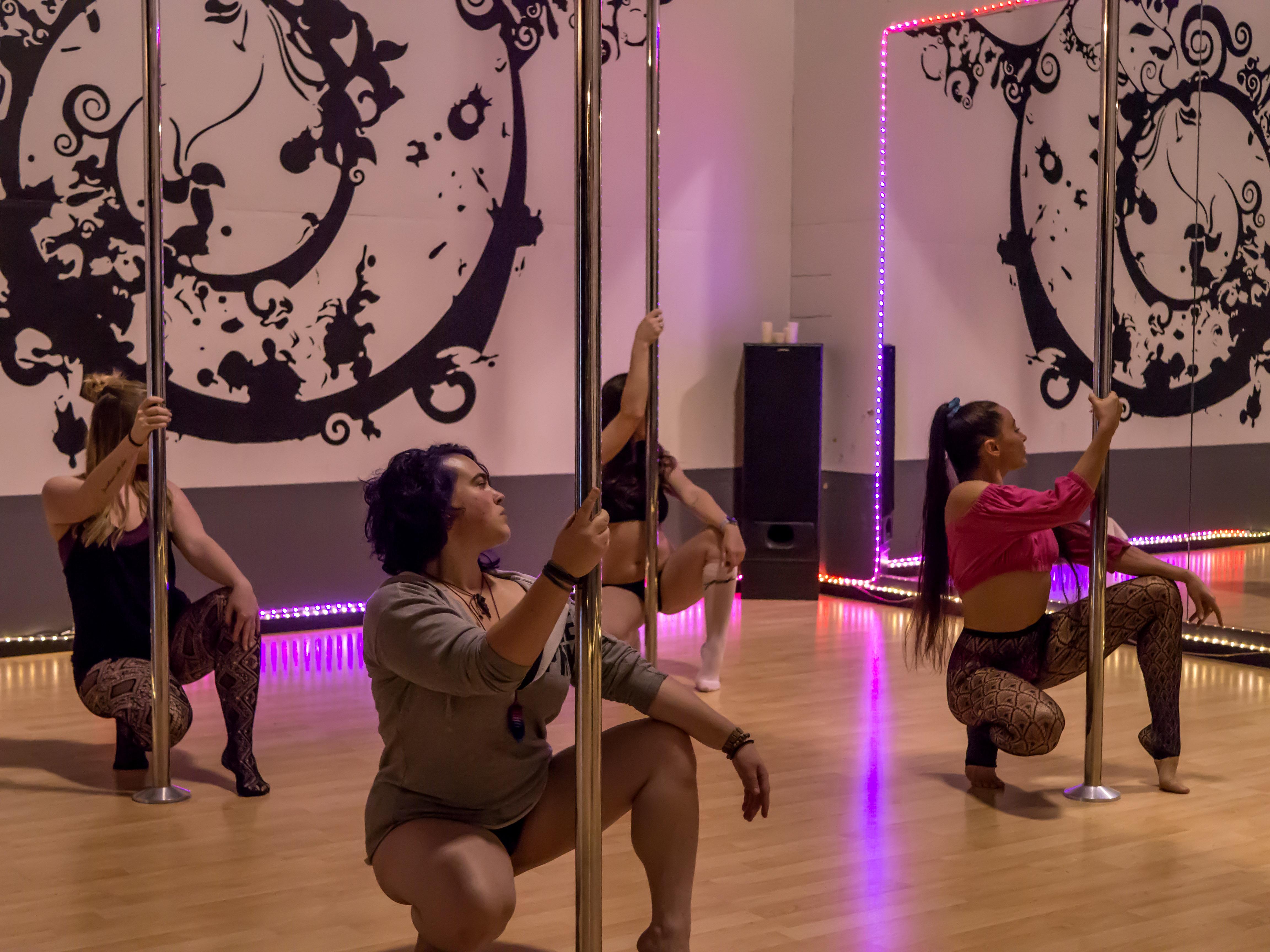 Pole Dance & Fitness Rogue Valley - Sexy Floor Work