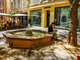 Another Aix fountain