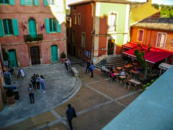 The small squares of Rousillion are lined with pretty cafes, shops and restaurants #miniature #diorama