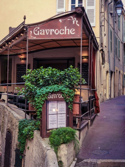 A small restaurant with a famous name in Le Souquet, the oldest and most gentrified neighbourghood of Cannes