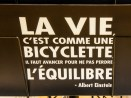Famous Einstein quote about life and bicycles, translated in French