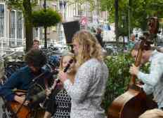 Delft, cafe entertainers