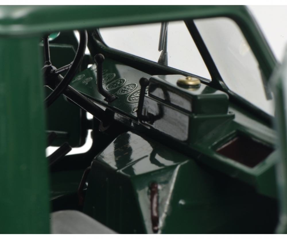 450016700-mercedes-unimog-401-schuco-interieur
