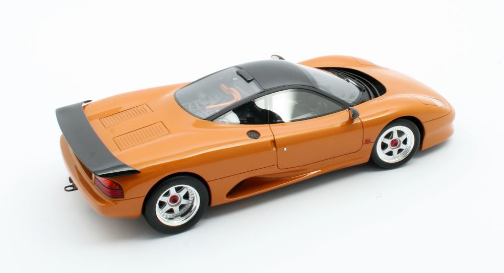 jaguar-xjr-cult-scale-model-cml092-2-1/18