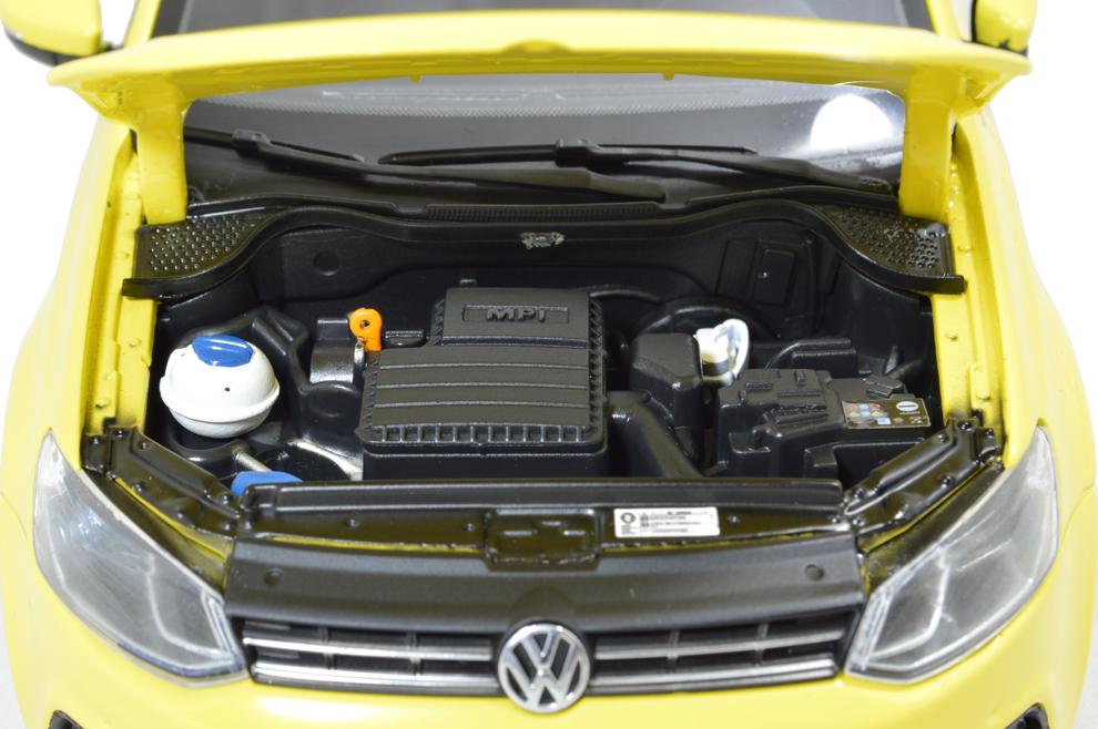 Volkswagen Polo 6R Paudi 1/18 (2338Y) moteur