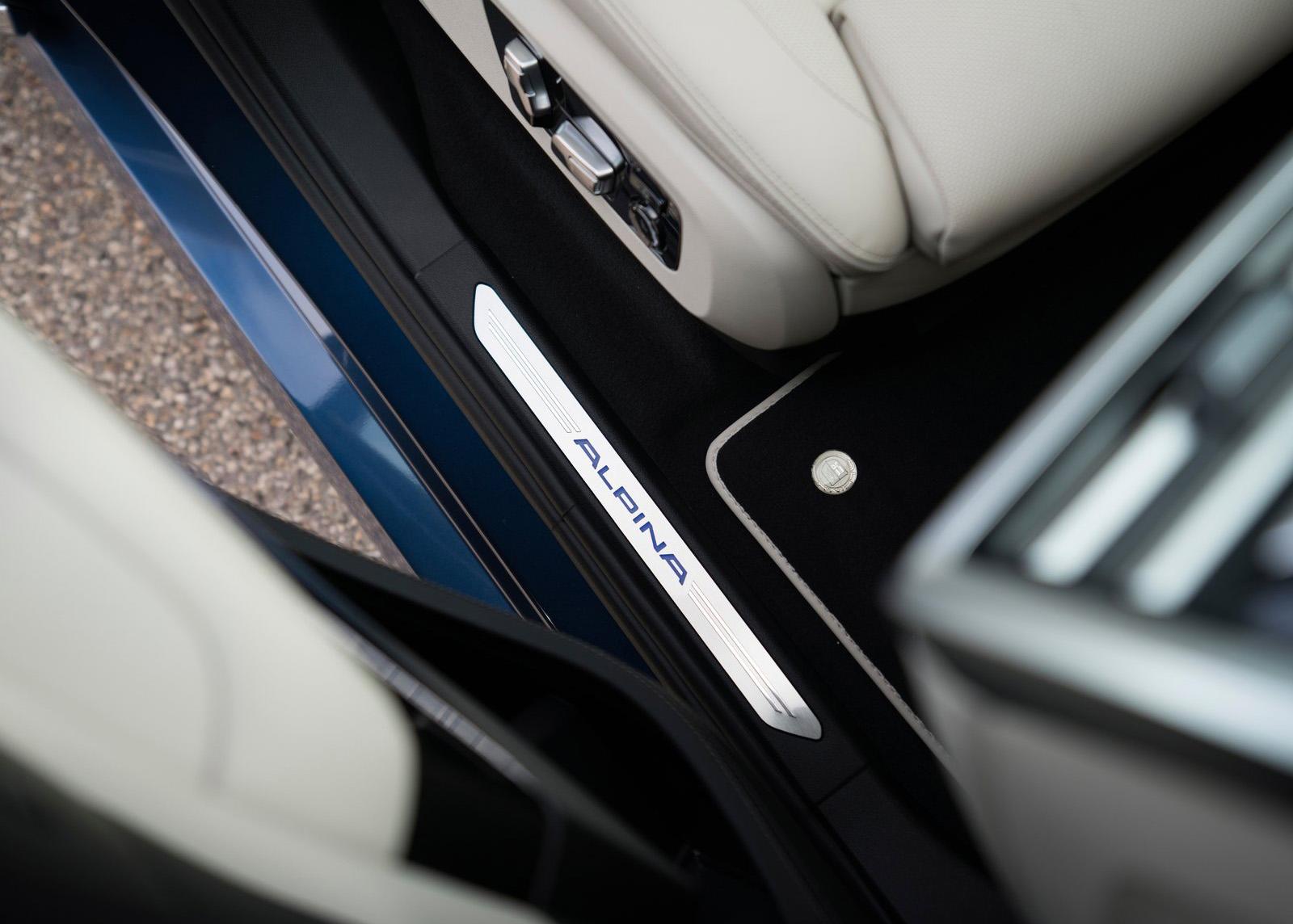 Alpina XB7 seuil de porte