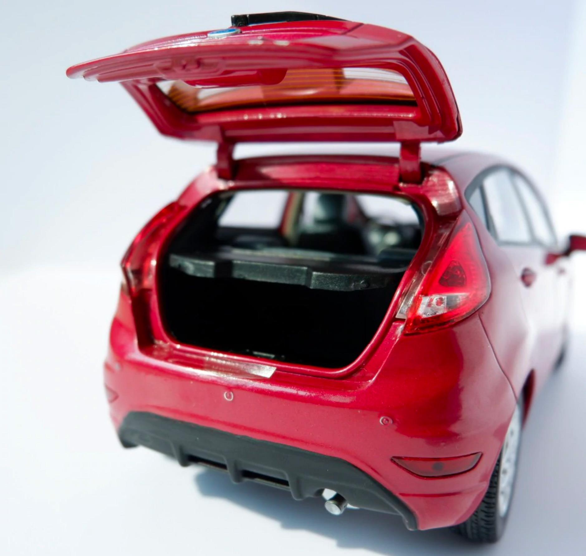 1/18 Ford Fiesta Paudi coffre
