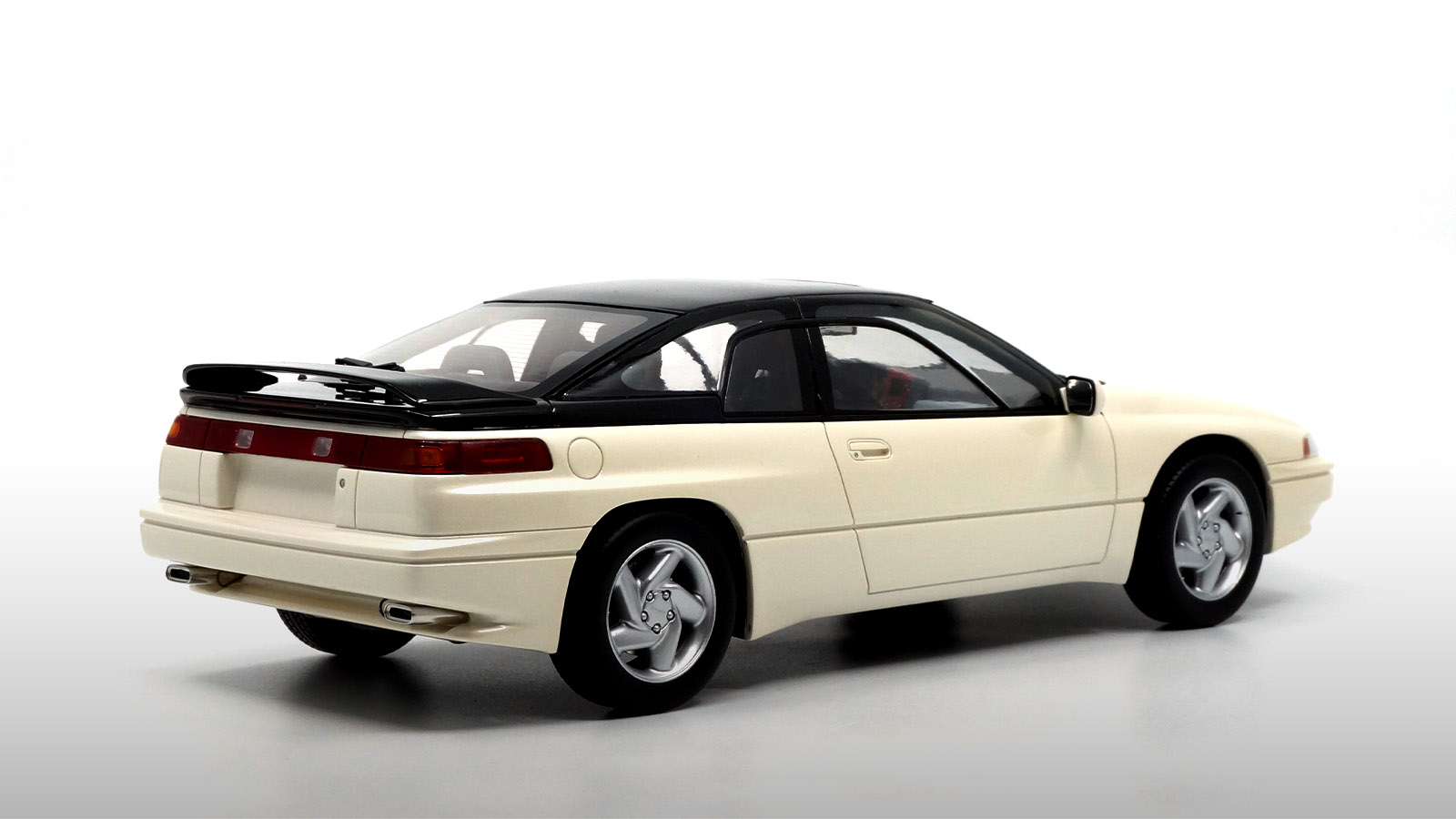 1/18 Subaru Alcyone SVX arrière
