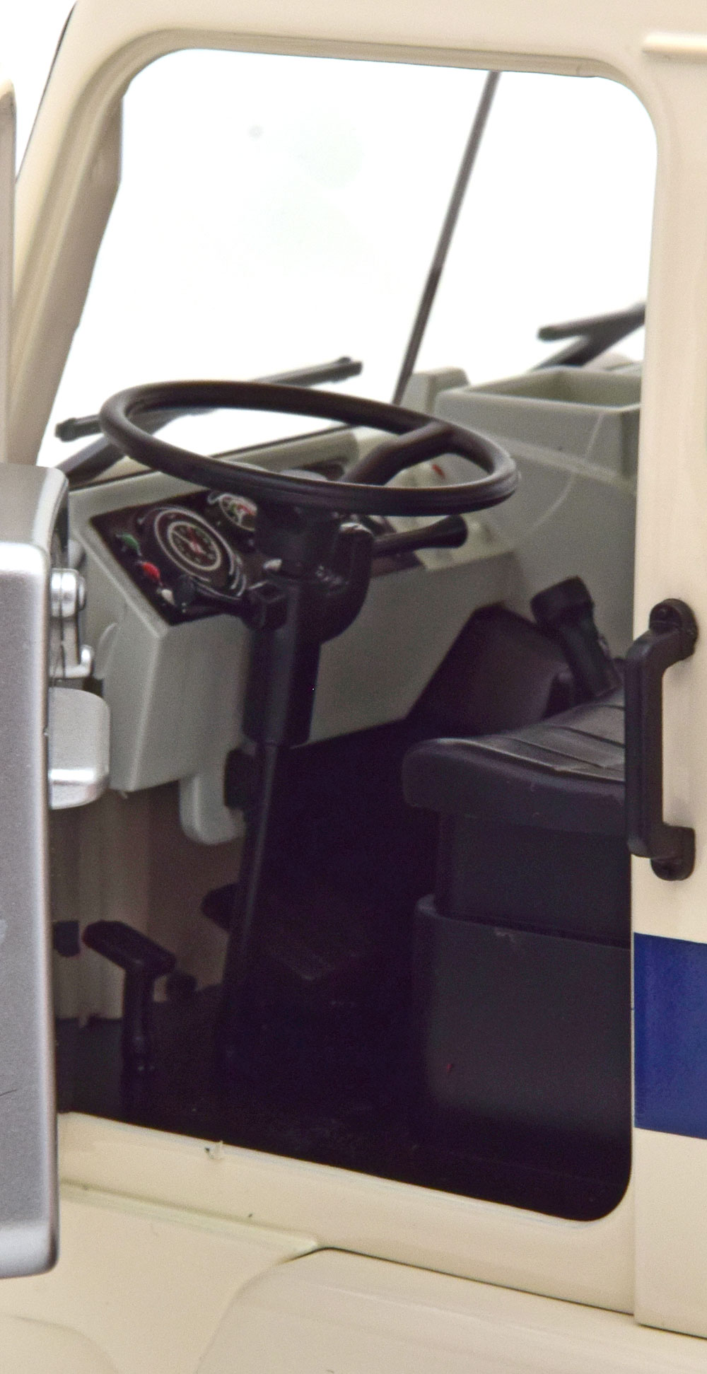 1/18 Volvo F88 Road Kings RK180063 intérieur