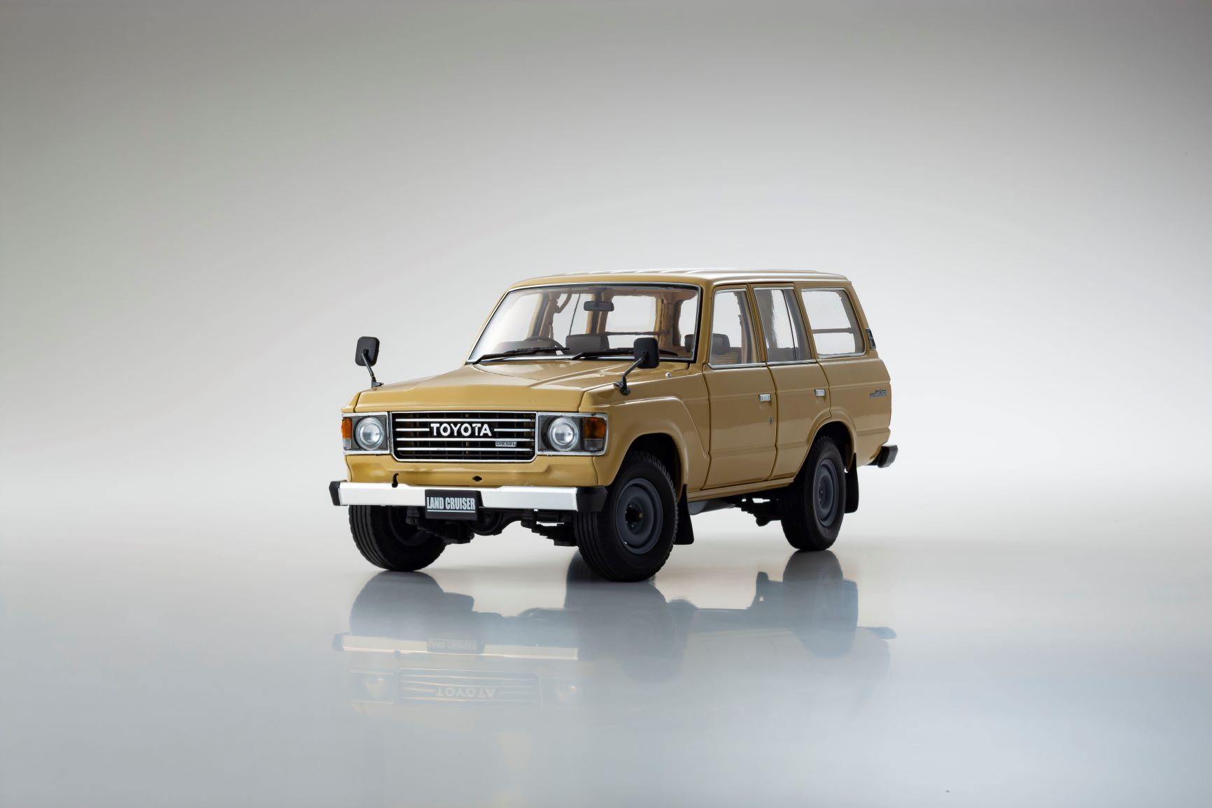 1/18 Toyota Land Cruiser BJ60 Kyosho (08956BE)