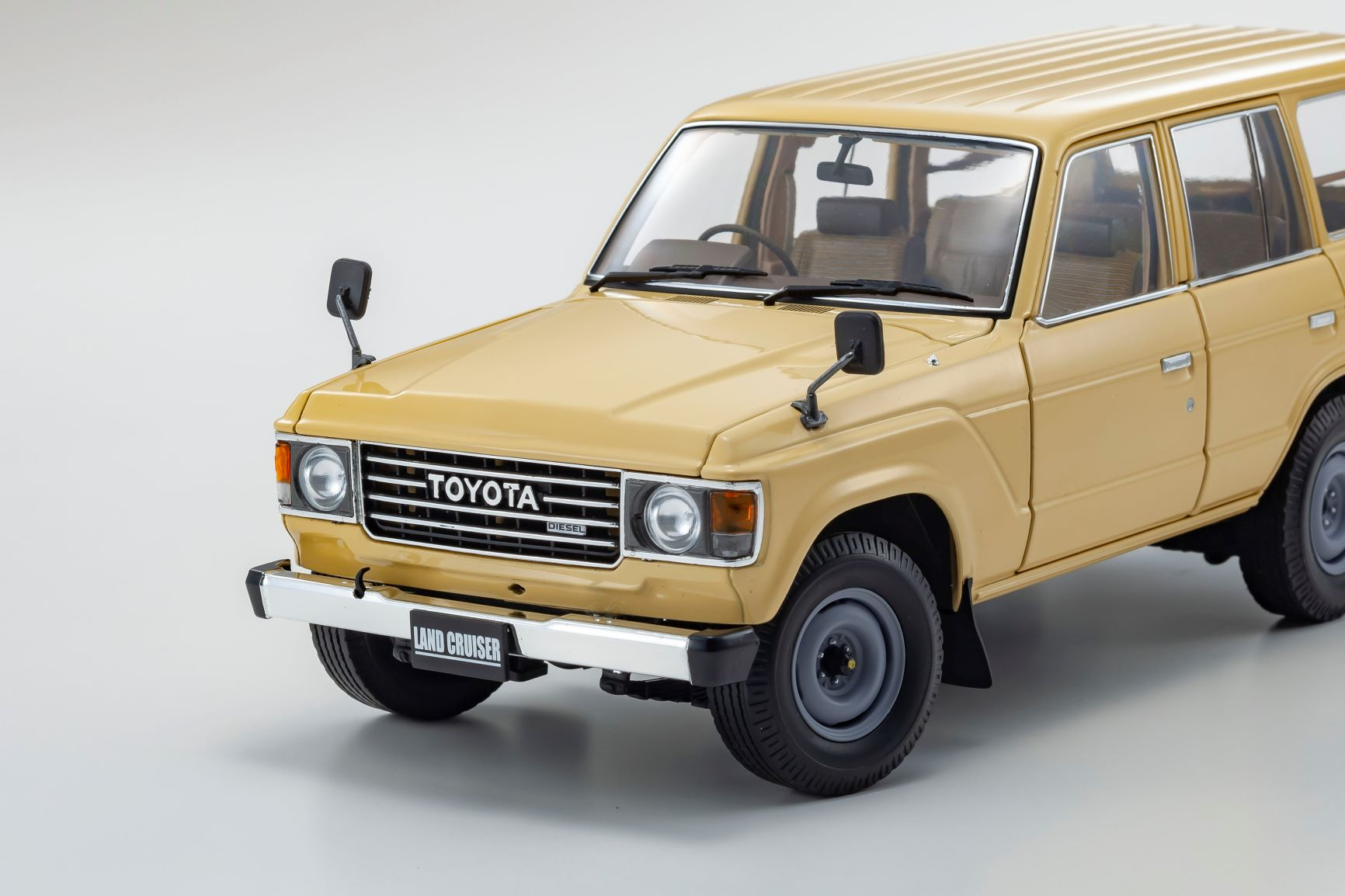 1/18 Toyota Land Cruiser BJ60 Kyosho (08956BE) avant