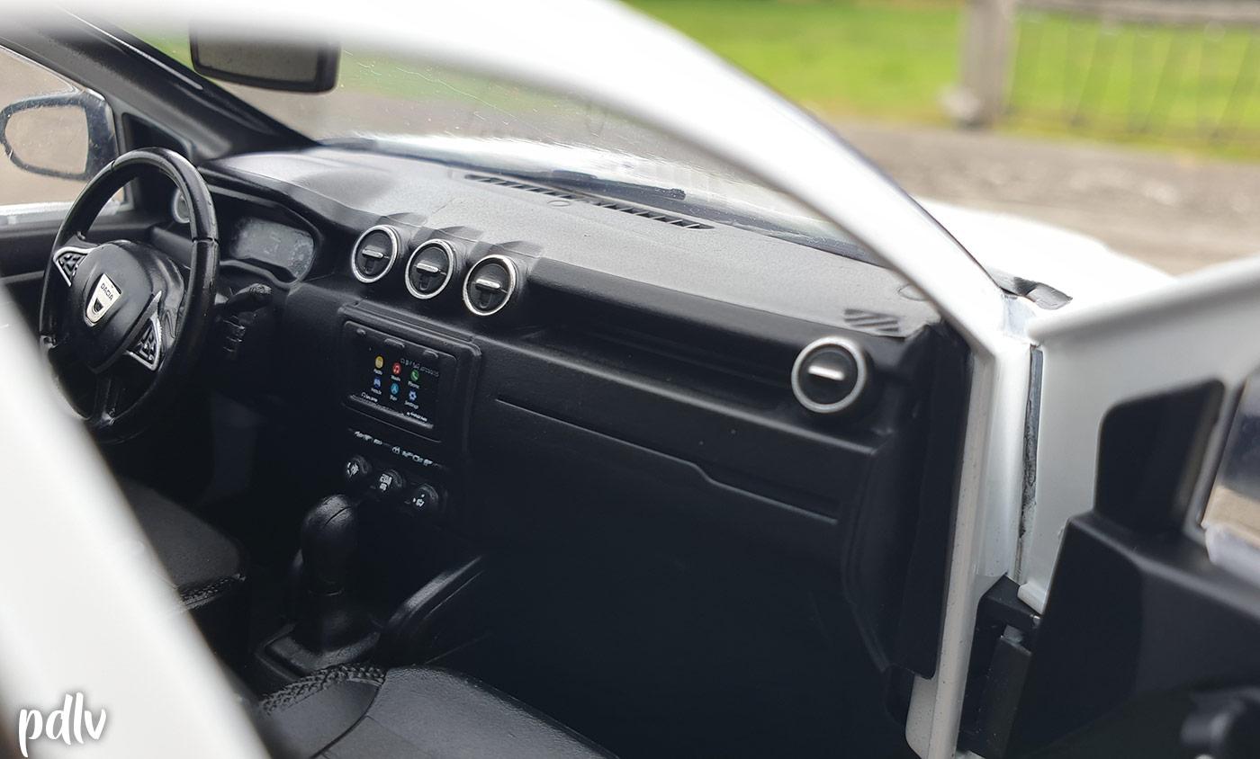 Tableau de bord du Dacia Duster Solido 1/18