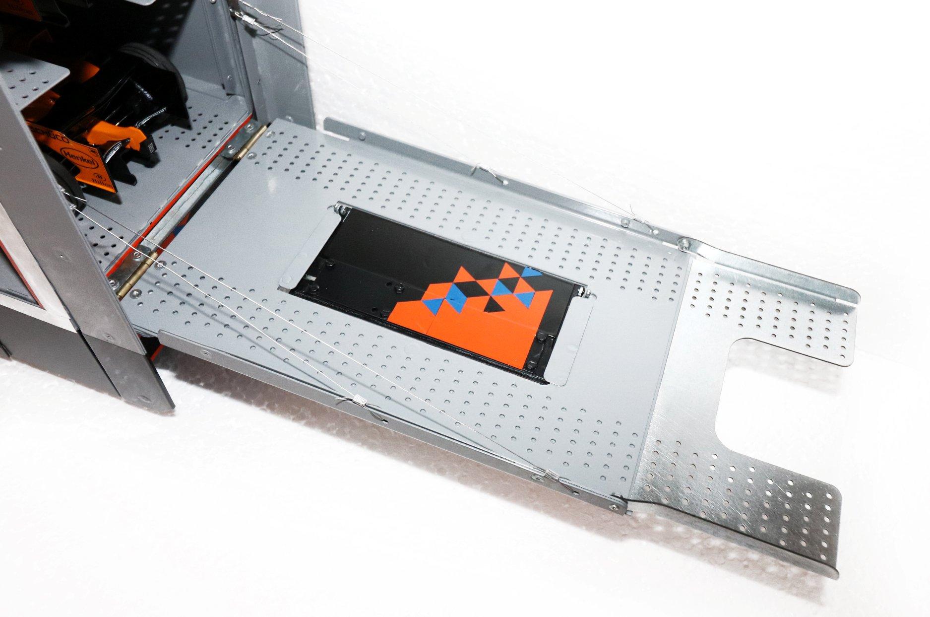 MN Trailers semi-remorque McLaren